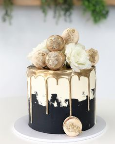 royal wedding cakes Un royal wedding cake pour Harry et Meghan Beautiful Birthday Cakes, Beautiful Cakes, Amazing Cakes, Elegant Birthday Cakes, Gold And White Cake, Black And Gold Birthday Cake, White Gold, Black White Cakes, Bolo Glamour