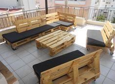 Black outdoor pallet lounge