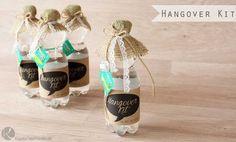 Hangover Kit für den Tag Danach Geburtstag Hochzeit Gastgeschenk Notfallkörbchen Notfallmedizin Lustig DIY selber machen Etikett free download printable Wasser Flasche Aspirin Kaugummi