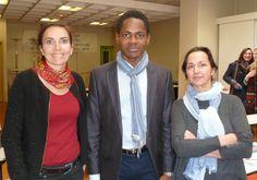 Nonso entouré de Madame Riffier et Madame Micou, enseignantes à l'IMS