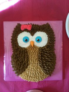 Two round cakes, head carved from one and stuck on top of the other. Owl Cake Birthday, Owl Birthday Parties, Adult Birthday Cakes, Ladybug Cakes, Owl Cakes, Owl Snacks, Pull Apart Cake, Animal Cakes, Girl Cupcakes