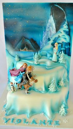 Disney Frozen multi-tiered Cake featuring a winter setting with Anna and Kristoff riding Sven and Queen Elsa and her ice castle in the distance. Bolo Frozen, Torte Frozen, Frozen Theme Cake, Disney Frozen Cake, Disney Cakes, Fancy Cakes, Cute Cakes, Pastel Frozen, Character Cakes