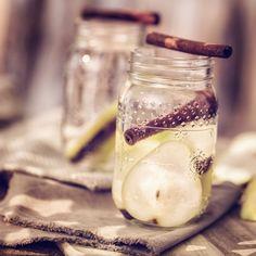 8 powodów, dla których warto pić wodę z cynamonem. Twoja figura Ci za to podziękuje Fruit Recipes, Cucumber, Smoothies, Panna Cotta, Detox, Mason Jars, Health And Beauty, Homemade, Drinks