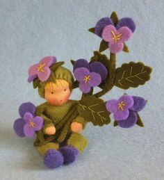 Violenkind, dit lieve violenkindje is 10 cm en met violentak 15 cm.