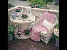 Adding That Perfect Gray Shabby Chic Furniture To Complete Your Interior Look from Shabby Chic Home interiors. Jardin Style Shabby Chic, Shabby Chic Colors, Shabby Chic Mode, Shabby Chic Vintage, Estilo Shabby Chic, Vintage Style, Vintage Decor, Decoration Shabby, Shabby Chic Outdoor Decor
