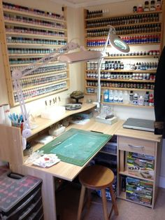 Bild Bild The post Bild appeared first on Werkstatt ideen. Painting Station, Hobby Desk, Art Studio Organization, Studio Room, Garage Workshop, Workshop Studio, Working Area, House Design, Home Decor