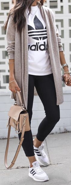 Frauenkleidung - 45 Trending Spring Outfits You Must Get / 39 Source by corinna_holsten comfy outfits Casual Trendy Outfits, Sporty Outfits, Trendy Style, Sporty Chic Style, Athleisure Outfits, Sport Style, Autumn Casual Outfits, Casual Athletic Outfits, Cold Weather Outfits Casual
