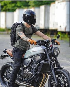 This scrambler motorcycle ideas is unquestionably a striking style technique. Motos Yamaha, Yamaha Cafe Racer, Honda Scrambler, Yamaha Motorcycles, Yamaha Yzf R6, Moto Bike, Cafe Racer Motorcycle, Motorcycle Design, Vintage Motorcycles