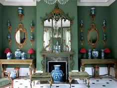 A Chinoiserie room in Carolyne Roehm's Charleston, SC. (The Foo Dog Ate My Homework) Interior Design Inspiration, Decor Interior Design, Interior Decorating, Decorating Ideas, My Living Room, Home And Living, Blue And Green, Blue Gold, Green Palette