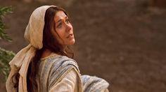 El ángel Gabriel, enviado desde la presencia de Dios, anuncia a la joven maría…