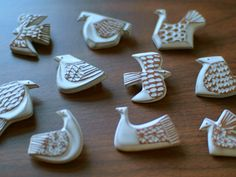 white glaze, sponged away from patterned areas? Ceramic Wall Art, Ceramic Birds, Ceramic Animals, Ceramic Clay, Ceramic Pottery, Pottery Art, Porcelain Jewelry, Ceramic Jewelry, Clay Jewelry