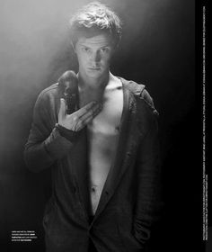 'American Horror Story' star Evan Peters is featured in the latest issue of Flaunt magazine photographed by Davis Factor. Beautiful Boys, Pretty Boys, Beautiful People, Gorgeous Guys, Hello Gorgeous, Beautiful Images, Flaunt Magazine, Evans, American Horror Story 3