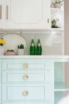 minty green kitchen