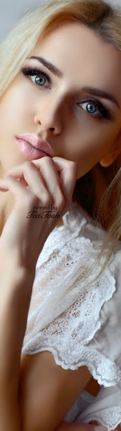 white blouselove sleeve ❇Téa Tosh❇
