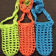 Crochet Sling Bags Ravelry: Hiking Hydration Unit (water bottle sling) pattern by Nicola Newington - Crochet Cozy, Crochet Crafts, Free Crochet, Crochet Handbags, Crochet Purses, Water Bottle Carrier, Bottle Bag, Crochet Shell Stitch, Bottle Cover