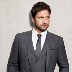 Gerard Butler becomes victim of real-life crime - Weekly Voice Actor Gerard Butler, Berlin Film Festival, Hollywood Star, Wedding Suits, Hugo Boss, Gentleman, Real Life, Crime, Suit Jacket