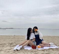 ⋮𝙙𝙤𝙧𝙠𝙮𝙡𝙪𝙫 Mode Ulzzang, Ulzzang Korean Girl, Ulzzang Couple, Couple Aesthetic, Aesthetic People, Foto Best Friend, Korean Best Friends, Cute Lesbian Couples, Girl Friendship