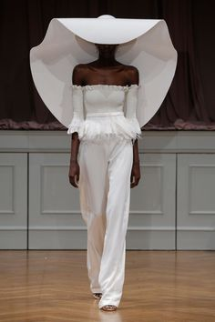 The Runway to the Aisle: The Hottest Trends from Fall 2017 Bridal Week - Style Me Pretty Couture Mode, Couture Fashion, Runway Fashion, Fashion Show, Fashion Outfits, Womens Fashion, Fashion Design, Wedding Dress Trends, Designer Wedding Dresses