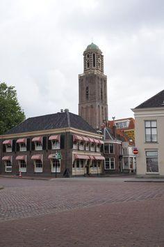 Zicht op restaurant Pampus hoek Kamperstraat. met op  de achtergrond de Peperbus