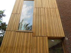 SD Schrijnwerkerij & Interieurbouw toont je graag enkele realisaties. Wij zijn naast de provincies Antwerpen en Limburg actief in heel Vlaanderen. Wooden Cladding, Wood Facade, Cedar Fence, Interior Architecture, Brick, The Originals, Rotterdam, Home Decor, Wood