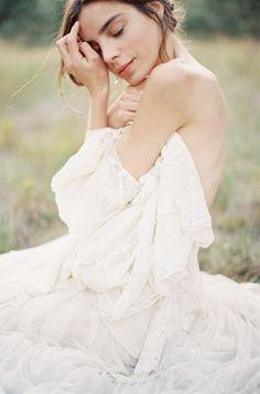 """One Eye sees, the other feels"" – Paul Klee Gorgeous bridal boudoir Sunrise Wedding, Bridal Poses, Wedding Boudoir, Braut Make-up, Bride Portrait, Portrait Inspiration, Beautiful Bride, Beautiful Places, Bridal Style"