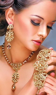 Indian Bride Jewellery #saree #indian wedding #fashion #style #bride #bridal party #brides maids #gorgeous #sexy #vibrant #elegant #blouse #choli #jewelry #bangles #lehenga #desi style #designer #outfit #inspired #beautiful #must-have's #india