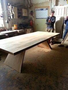 Tisch Eiche massiv: Einer meiner Verarbeiter ist auch ein begnadeter Tischler. Maße Tisch Eiche: 300 x 120cm - Höhe 74cm Anfragen an: a.landrichter@gmail.com