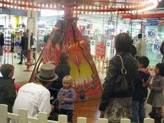 Evénement carrousel 1900 manèges à louer #cgorganisation #VaranneEvent #locationdemanege #AnimationCentreCommercial #carrouselvintage Carrousel, Centre Commercial, Times Square