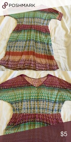 """Light weight dress Great for summer. Short sleeve dress with pockets and elastic waist. Purples, blues and greens. Keyhole neckline. The brand and size is not visible in dress anymore but does fit large (10-12) woman's. From shoulder to bottom hem its 35"""". Dresses"""