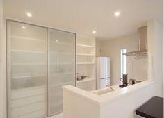 内装:ki5 Kitchen Units, New Kitchen, Kitchen Storage, Door Design, House Design, Japanese Kitchen, Kitchen Furniture, Interior Inspiration, Home Kitchens