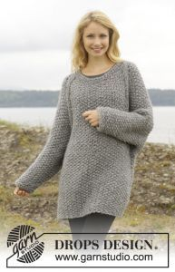 Knitted DROPS jumper with seed st and raglan, worked top down. Free knitting pattern. Pattern category: Sweaters. Super Bulky weight yarn. 1200-1500 yards|750-900 yards|900-1200 yards. Features: Long Sleeve, Raglan, Seamless, Seed Stitch, Top-Down. Easy difficulty level.