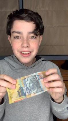 Easy Magic Card Tricks, Magic Tricks Videos, Amazing Magic Tricks, Magic Video, Cute Diy Room Decor, Cute Baby Quotes, Money Dance, Dollar Origami, Amazing Minecraft