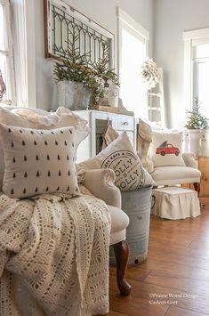 Fresh Farmhouse, French Country Farmhouse, Farmhouse Decor, Cozy Christmas, Rustic Christmas, Christmas Time, Holiday, Boudoir, Living Room Decor