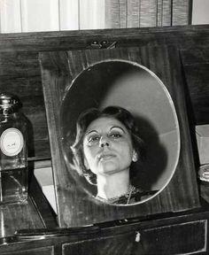 Doisneau (PHO0391)  Doisneau. Alice Sapritch. Projet de parution. Tirage argentique d'époque. Tampon au dos. Circa 1960