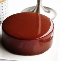 Recette du glaçage miroir au chocolat noir. Pastry Recipes, Cake Recipes, Entremet Recipe, Cake Fillings, Eat Dessert First, Chocolate Flavors, Culinary Arts, Miniature Food, Christmas Desserts