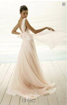 E1,590 - US-6 Le Spose Di Gio Size 10 Second Hand Wedding Dress | Still White
