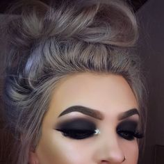 Eye Makeup Tips.Smokey Eye Makeup Tips - For a Catchy and Impressive Look Beauty Make-up, Beauty Hacks, Hair Beauty, Dark Makeup, Skin Makeup, Makeup Brushes, Full Face Makeup, Cute Makeup, Pretty Makeup