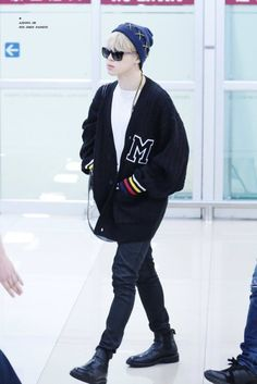 BTS Arrival at Gimpo Airport from Japan Jimin Airport Fashion, Bts Airport, Kpop Fashion, Airport Style, Korean Fashion, Men Fashion, Foto Jimin, Bts Inspired Outfits, Kpop Outfits