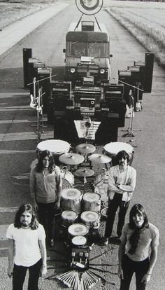 Pink Floyd doing the artsy thing.