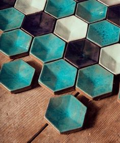klinker-img So love these little guys! For inspiration visit us at 3d Wall Tiles, Mosaic Tiles, Ceramic Tableware, Ceramic Clay, Pottery Plates, Ceramic Pottery, Palette Verte, Cement Design, Wall Decor Pictures