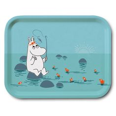 Delightful blue tray featuring Moomintroll fishing. Brings joy to your home with it's lovely colors. It's handmade with a classic motif taken from Tove Jansson's original drawings. High quality wood, made in Sweden. Suitable for dishwasher.