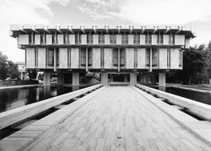 Sir Basil Spence - British Embassy in Rome, Ceremonial entrance from Via XX Settembre
