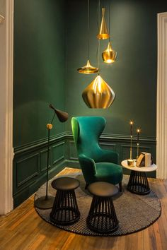 Coin-salon aux accents vert et or I Beautiful Emerald Coloring Inspiration I Rich Emerald Colors