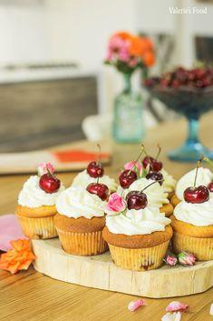 BRIOȘE CU CIREȘE I Rețetă Video Cake Videos, Food Cakes, Pound Cake, Meringue, Mini Cupcakes, Lava, Caramel, Muffins, Food And Drink