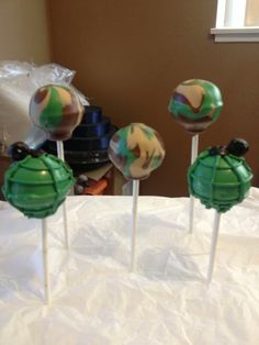 Army cake pops, deff making for my babe when he comes home! Army Cake, Military Cake, 10th Birthday Parties, Boy Birthday, Fancy Cakes, Cute Cakes, Cakepops, Camo Party, Welcome Home Parties