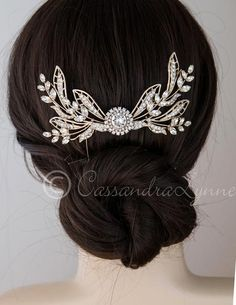 This stunning wedding veil comb will make the perfect addition to your wedding hair style. Its Grecian-inspired design is created with marquise crystal sprays,