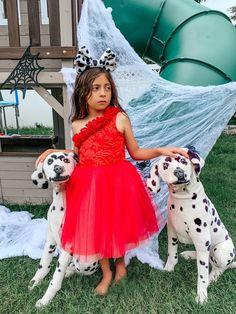 Cruella De Vil Costume, Cruella Dalmatians Red Costume for girls. Handmade in USA. Made by Belle Threads. C Baby Halloween Outfits, Halloween Costumes, Halloween Ideas, Dress Up Costumes, Red Costume, Fashion Face, Girl Fashion, Red Tutu, Garment District