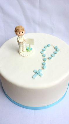 rosary bead made of flowers for girl's cake