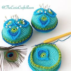 Free Crochet Pattern in English & Dutch: French Mini Peacock Feather   TheCurioCraftsRoom
