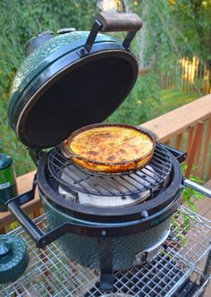 Spicy potatoes au gratin fire roasted on a Big Green Egg Mini-Max - A 9 or round casserole dish works perfectly for sides on the Mini-Max. Easy Bbq Recipes, Healthy Grilling Recipes, Tailgating Recipes, Barbecue Recipes, Barbecue Sauce, Grill Recipes, Green Egg Mini, Green Eggs, Vegetarian Grilling